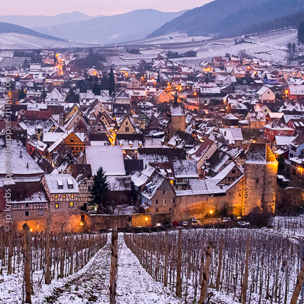 Snow is not present every year but when it is, it gives a very special atmosphere to the village of Riquewihr and to the Vosges mountains.